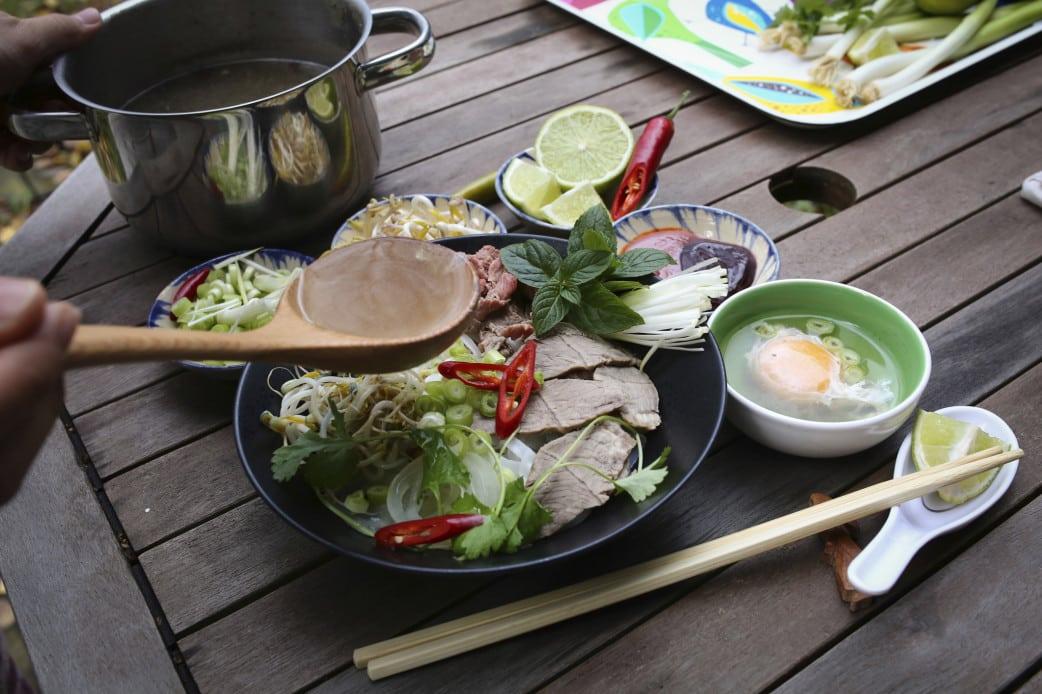 die traditionelle vietnamesische k che auf einer reise durch vietnam entdecken. Black Bedroom Furniture Sets. Home Design Ideas