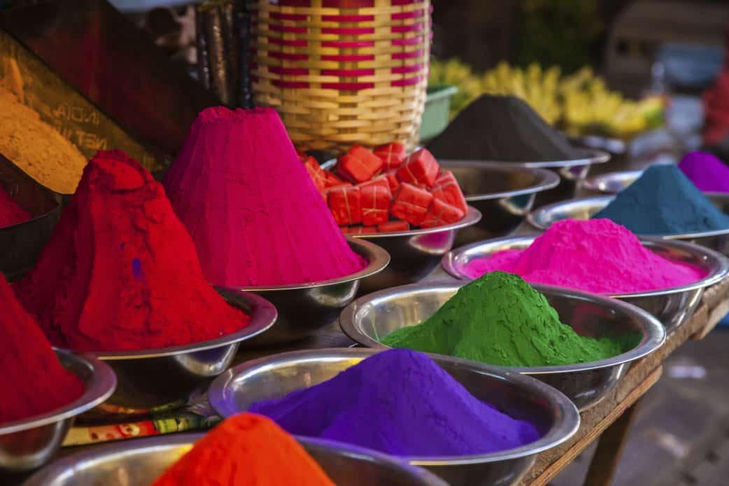 Frühling in Indien - buntes Farbenspiel beim Holi-Fest ⋆