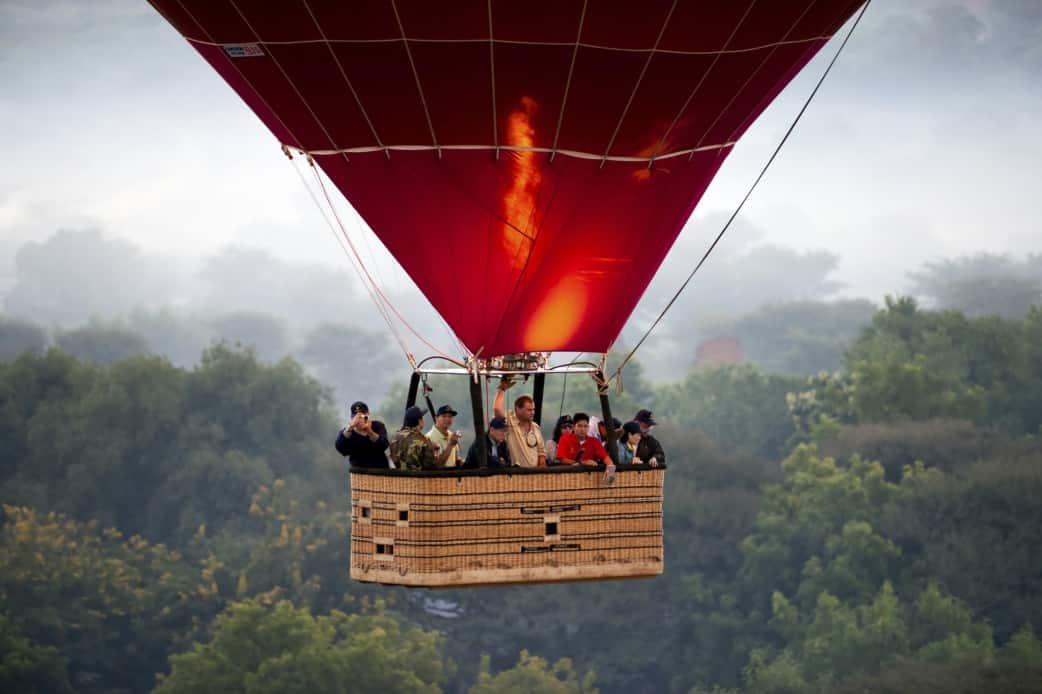 Flug ueber Bagan - Im Heißluftballon ueber Myanmar