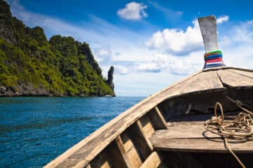 Thailand Reise im April - Flussüberquerung - Gruppenreise