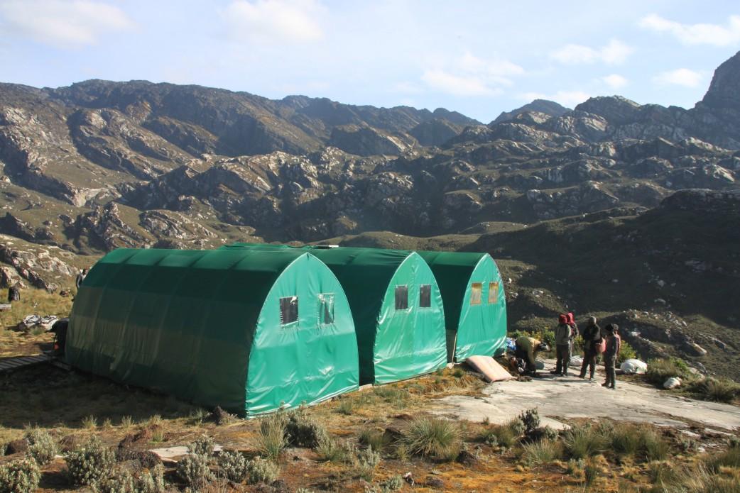 Gebirge mit Camp in Uganda