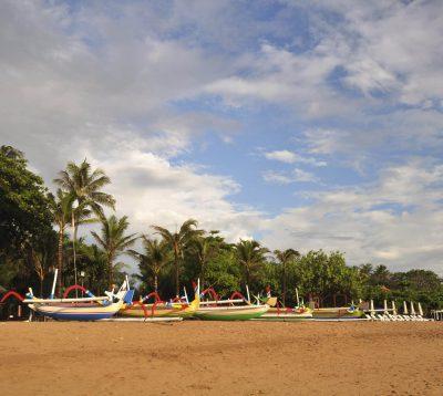 Bali Rundreise -Indonesien Bali Sulawesi Rundreise -Boote am Strand - Sanur - bali Indonesien