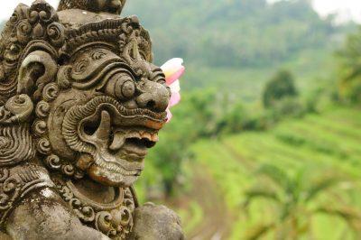 Bali Rundreise -Indonesien Bali Sulawesi Rundreise -Indonesien Erlebnisreise -Goetterstatue - bei Ubud - Bali Indonesien