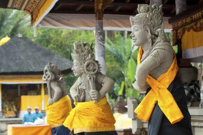 Bali Rundreise -Indonesien Bali Sulawesi Rundreise - Goetterstatuen - Tempel bei Ubud - Bali Indonesie