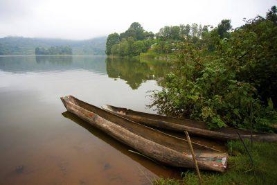 Uganda Gruppenreise -Rundreise Uganda - Kanus am See - Lake Bunyoni - Uganda