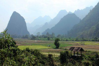 Laos Kambodscha Rundreise -Laos Individuelle Rundreise -Landschaft - bei Vang Vieng - Laos