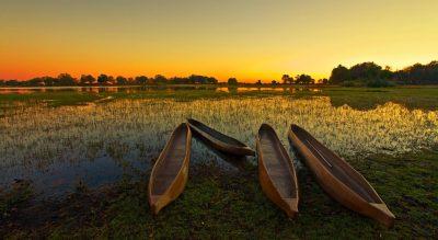 Namibia Abenteuerreise - Mokoros im Sonnenuntergang - Okavango Delta - Botswana