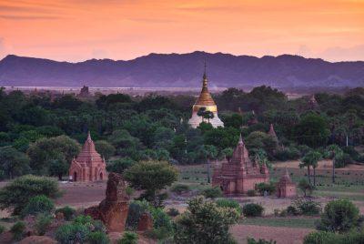 Sonnenaufgang über Pagoden - Bagan - Myanmar