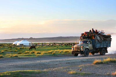Mongolei Erlebnisreise -Mongolei Studienreise -Gruppenreise Mongolei -Transporter - Wildnis - Mongolei