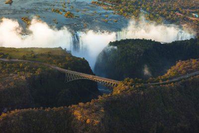 Simbabwe Rundreise -Namibia Suedafrika Botswana Rundreise - Namibia Botswana Rundreise - Victoria Falls aus der Luft - Zimbabwe