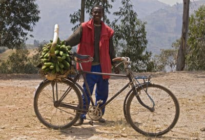 Rundreise Uganda -beladenes Fahrrad - Ruanda