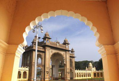 Indien Aktivreise -Eingang zum Mysore Palast - Mysore - Indien