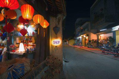 Vietnam individuell -Vietnam Gruppenreise -Hauptstraße bei Nacht - Hoi An
