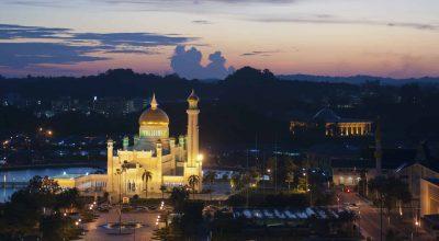 Borneo Rundreise -beleuchteter Tempel - Brunei - Borneo