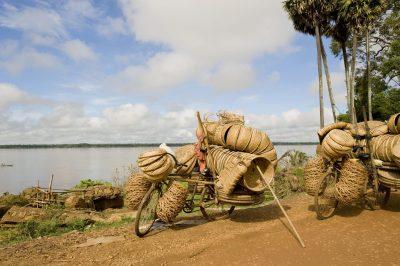 Kambodscha individuelle Aktivreise -bepackte Fahrraeder - Kampong - Kambodscha